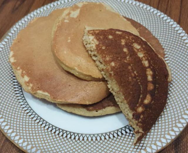 Pancake au compote de pomme et farine de blé version légère et délicieuse .Commencez votre journée avec une petite douceur sans culpabiliser.