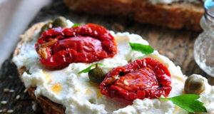Bruschetta tomates séchées et ricotta